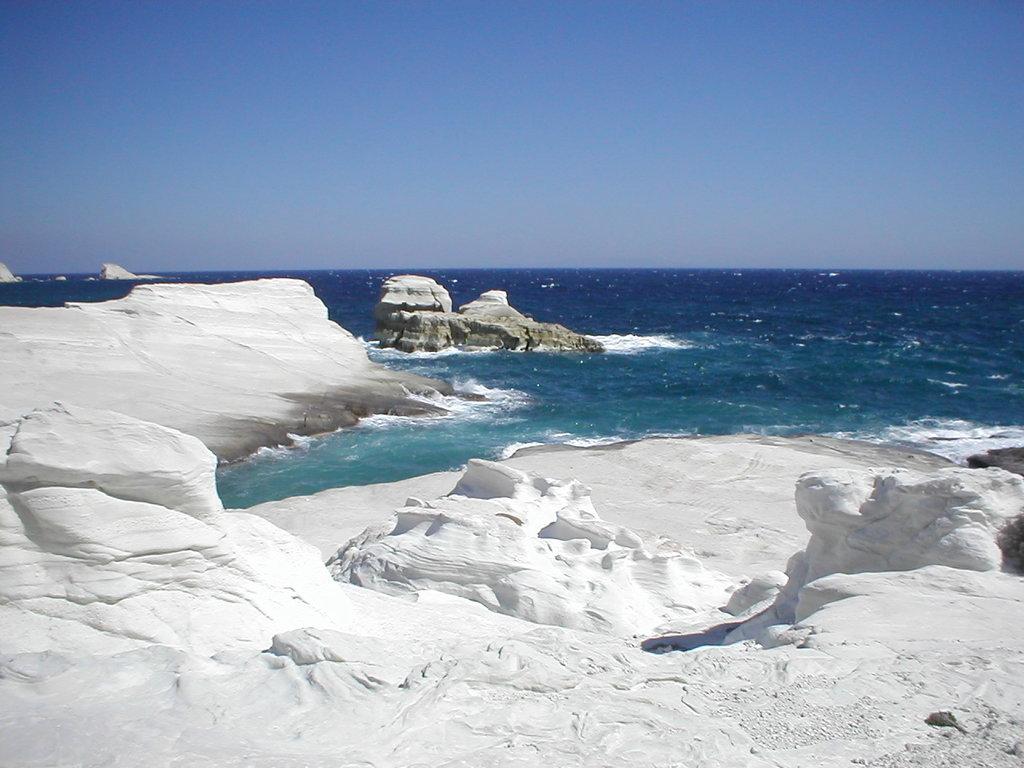 Grèce Milos Line Lasserre CC BY SA 1.0.jpg