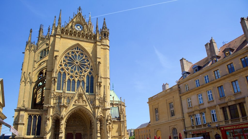 Metz featuring heritage elements, a church or cathedral and heritage architecture
