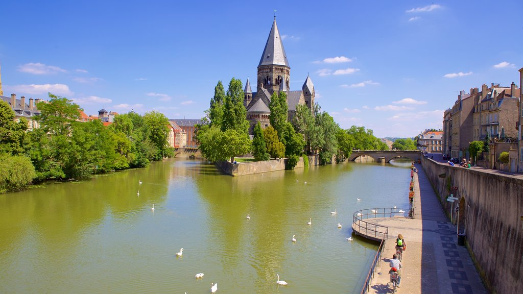 Metz which includes a river or creek, heritage architecture and heritage elements