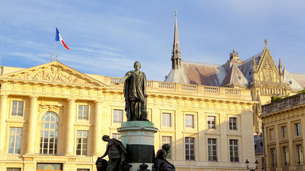 Reims featuring a statue or sculpture, heritage elements and heritage architecture