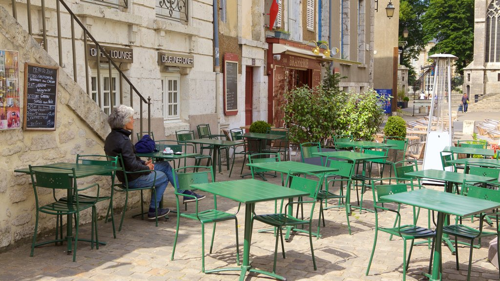 Chartres showing outdoor eating as well as an individual femail