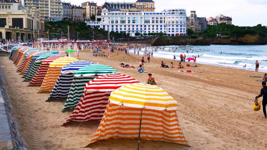 Grande_Plage_de_Biarritz Loïc LLH sous licence CC BY-SA 3.0.JPG