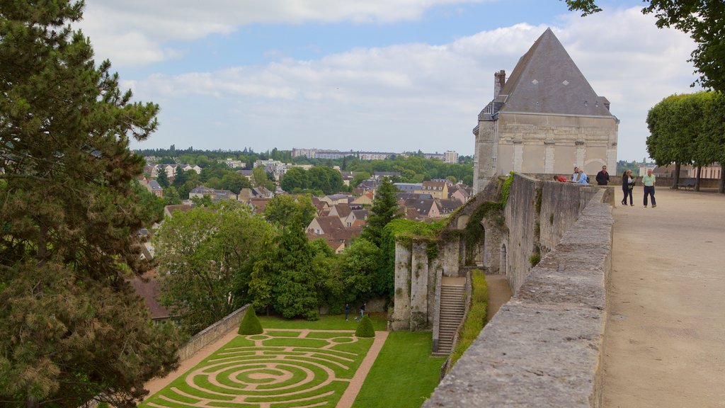 Chartres featuring a garden and heritage elements
