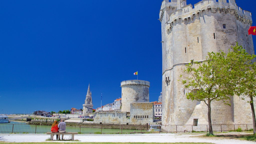 La Rochelle featuring heritage elements and heritage architecture