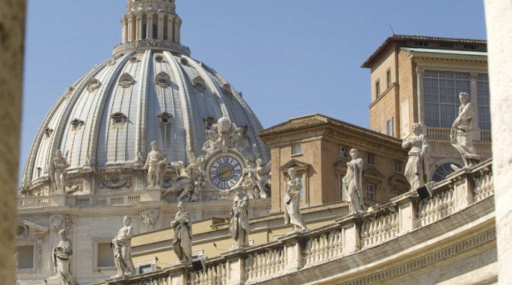 Printemps Saison ROME Toits du Vatican.jpg