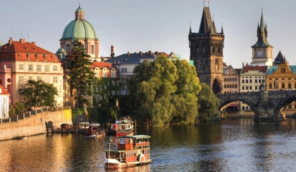 Prague Vltava.jpg