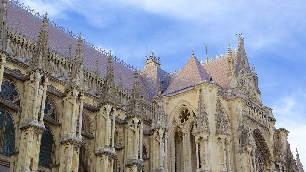 Reims Cathedral which includes heritage elements, heritage architecture and a church or cathedral