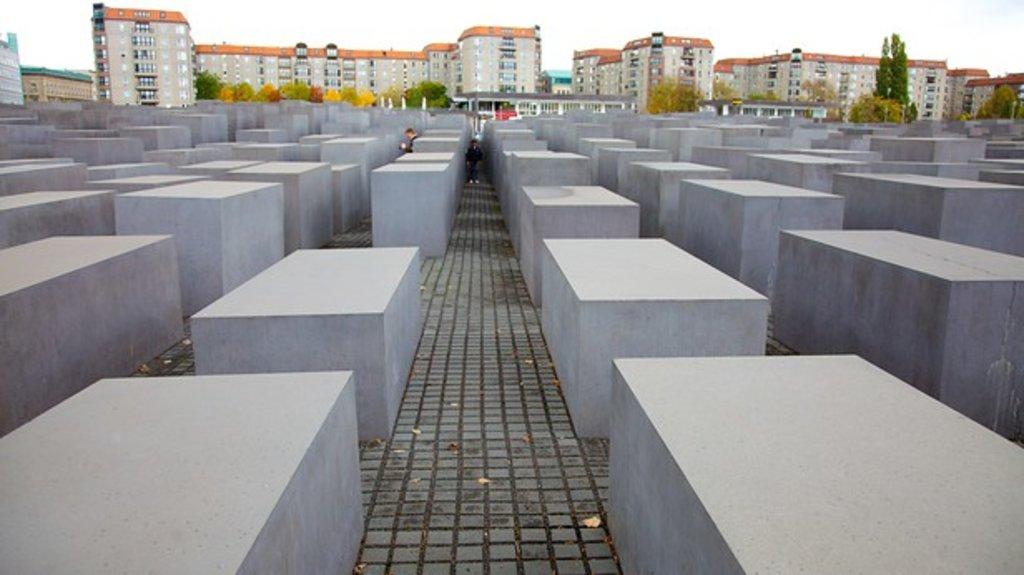 Holocaust-Memorial-25132.jpg