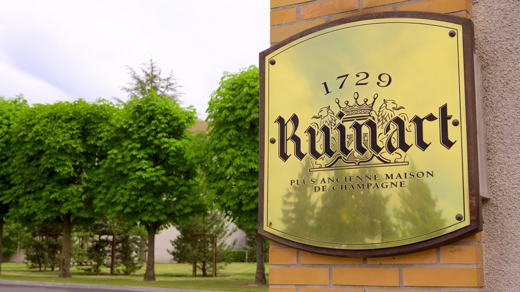 Ruinart which includes signage