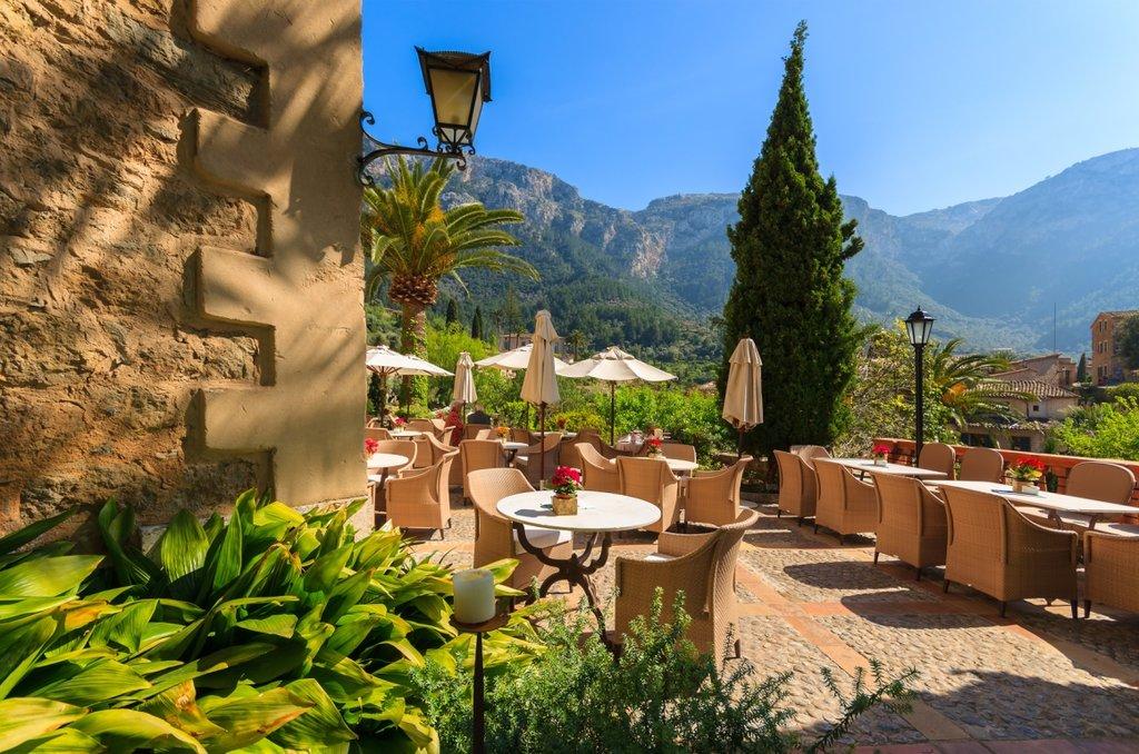 Terrasse Deia village Shutterstock.jpg