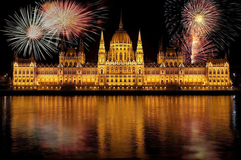 Budapest Feux d'artifice.jpeg