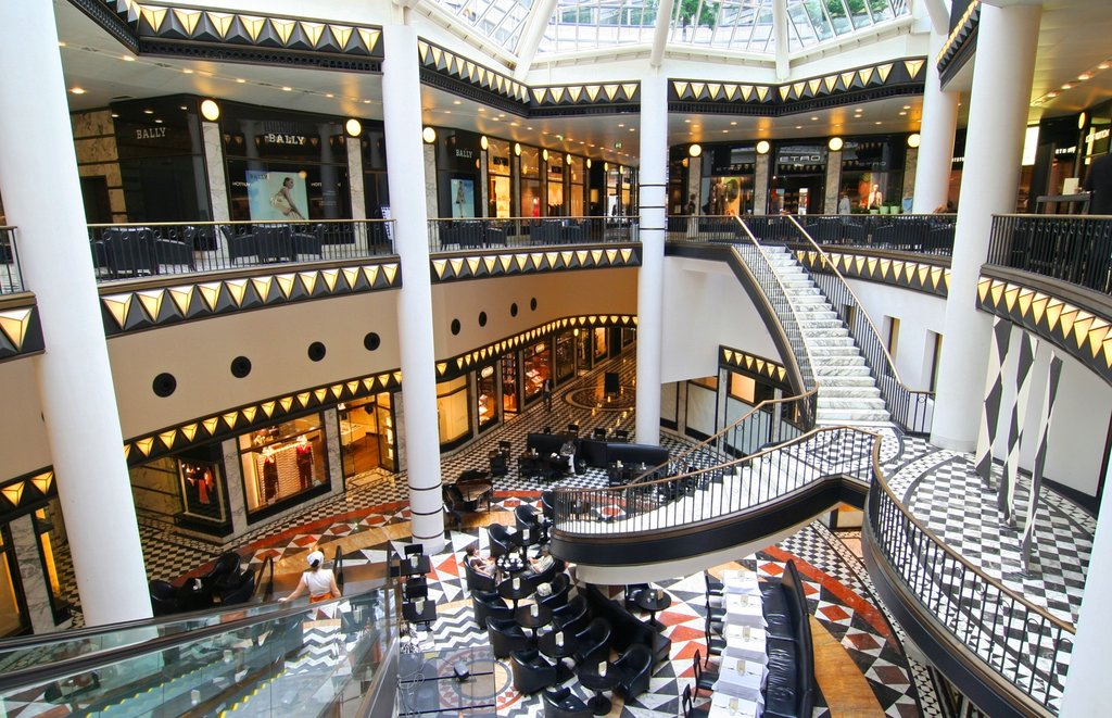 shopping Shuttertock.jpg
