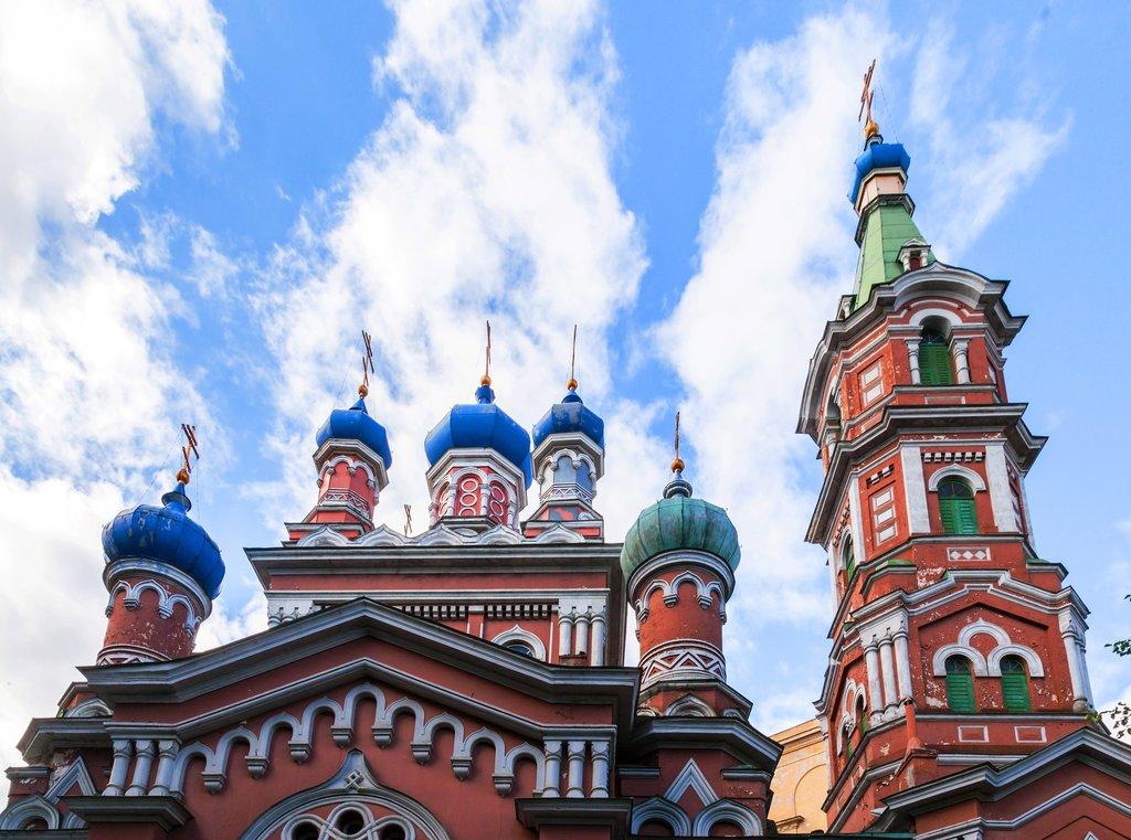 Iglesia_de_la_Santa_Trinidad,_Riga,_Letonia,_2012-08-07,_DD_06.JPG