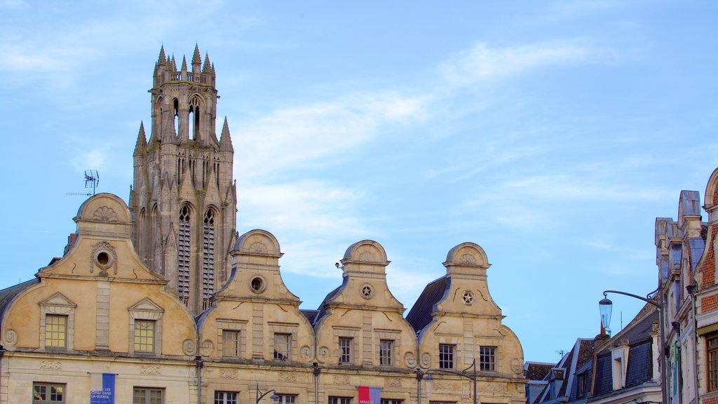Place des Heros showing heritage elements