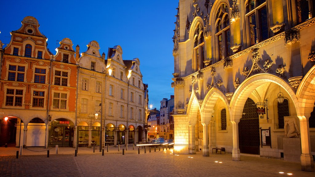 Place des Heros showing night scenes, heritage architecture and heritage elements
