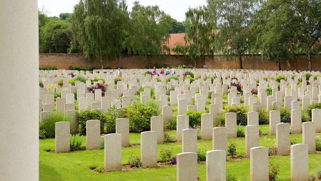Arras War Cemetery showing a cemetery