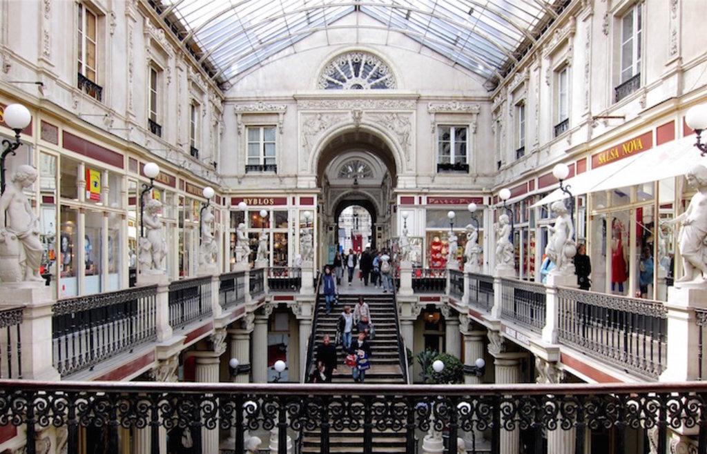 Nantes_passage_pommeraye.jpg