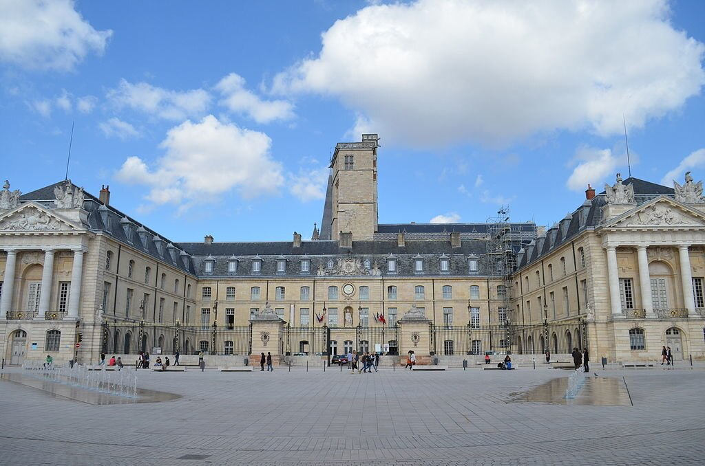 Dijon Palais des Ducs de Bourgogne Provence13 CC BY SA 3.0.JPG
