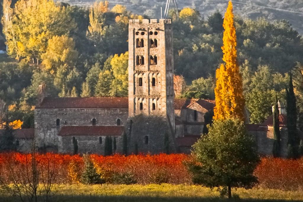 Abbaye_Saint-Michel-de-Cuxa,_automne_Codalet.jpg