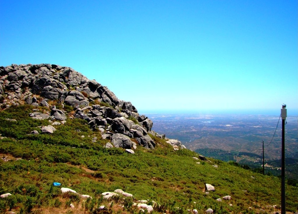 Rocks_on_the_Serra_de_Monchique.jpg