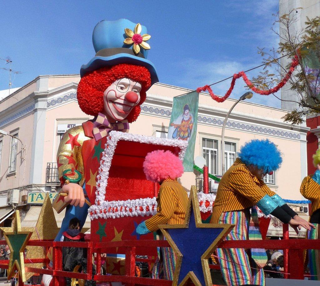 carnival-1806242_1920.jpg