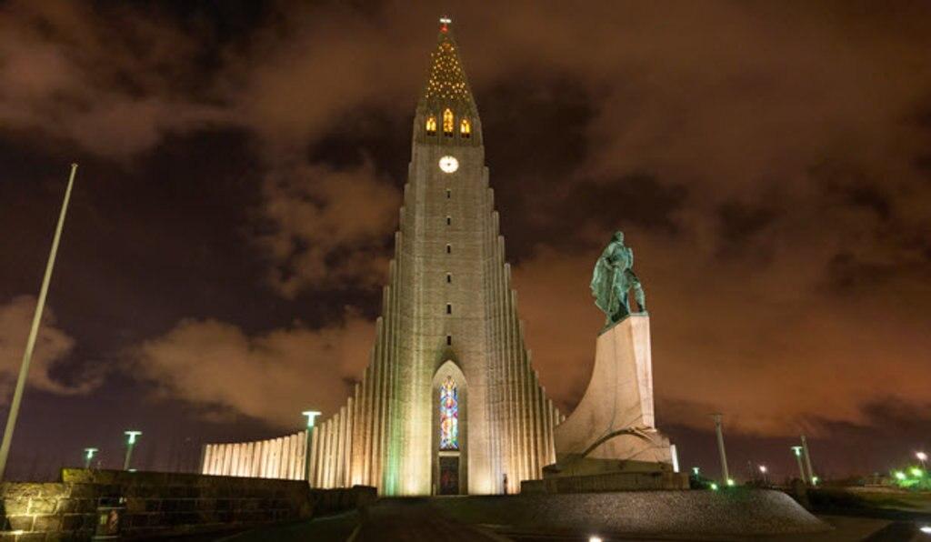 Hallgrímskirkja church reykjavik.jpg
