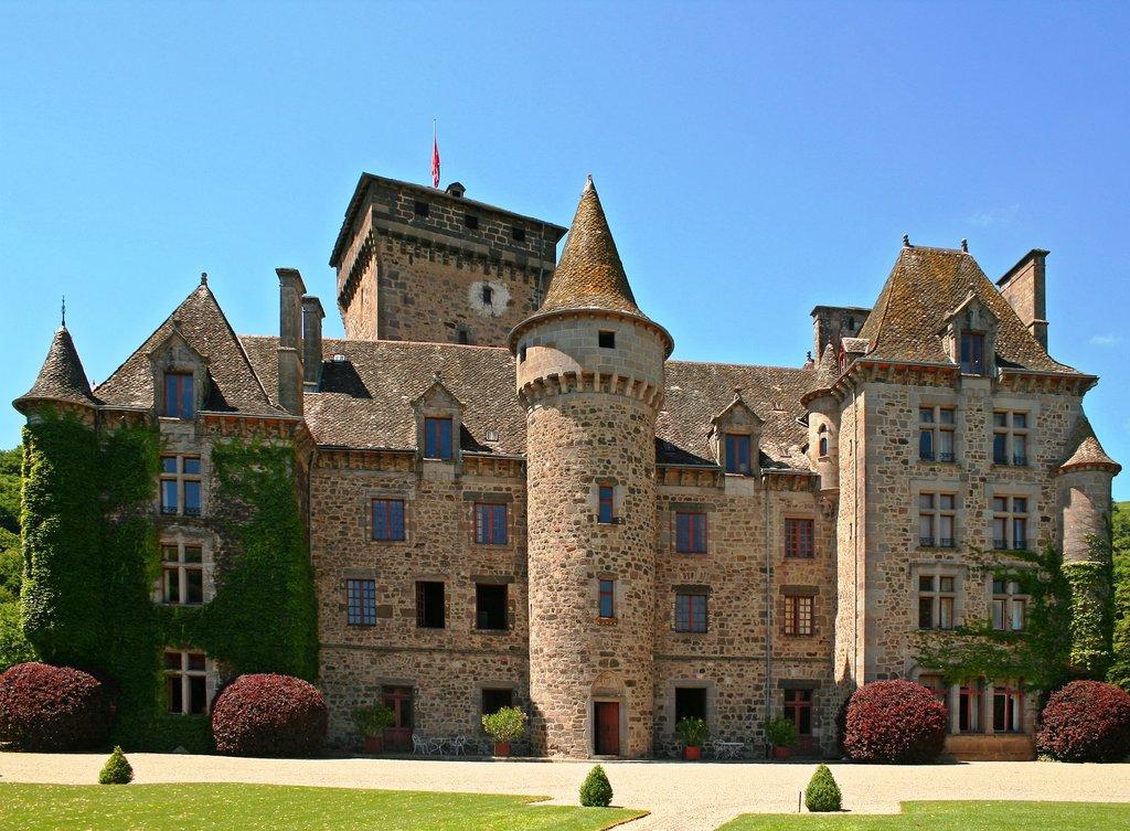 Chateau_de_Pesteil.jpg