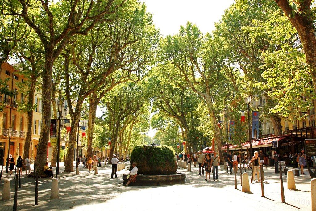 Cours_Mirabeau,_Aix-en-Provence.jpg