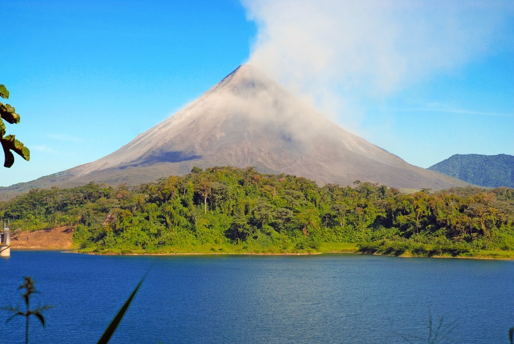 Volcan Arenal Costa Rica Shutterstock.jpg