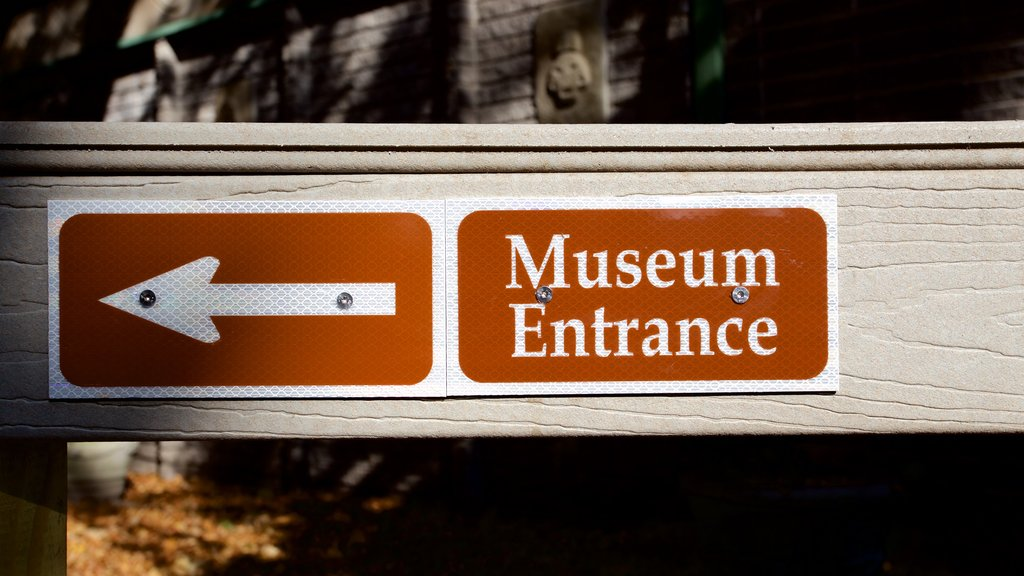 Indian Temple Mound Museum showing signage