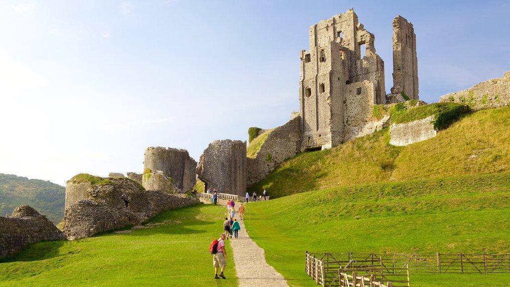 Bournemouth que incluye escenas tranquilas, elementos del patrimonio y senderismo o caminata