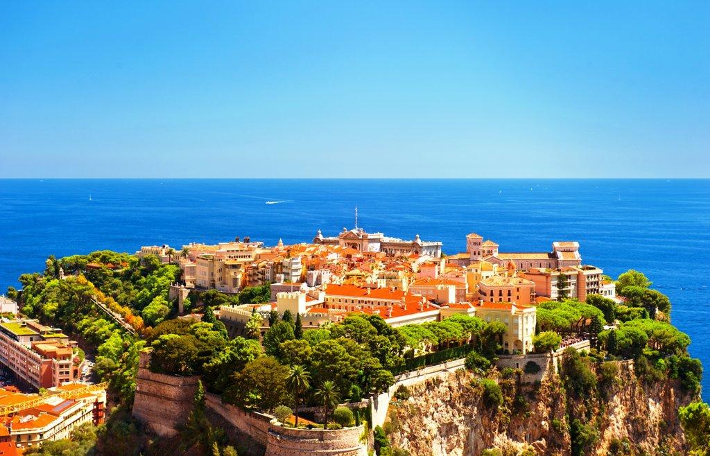 Monaco Le Rocher Palais et Musée océanographique Shutterstock.jpg