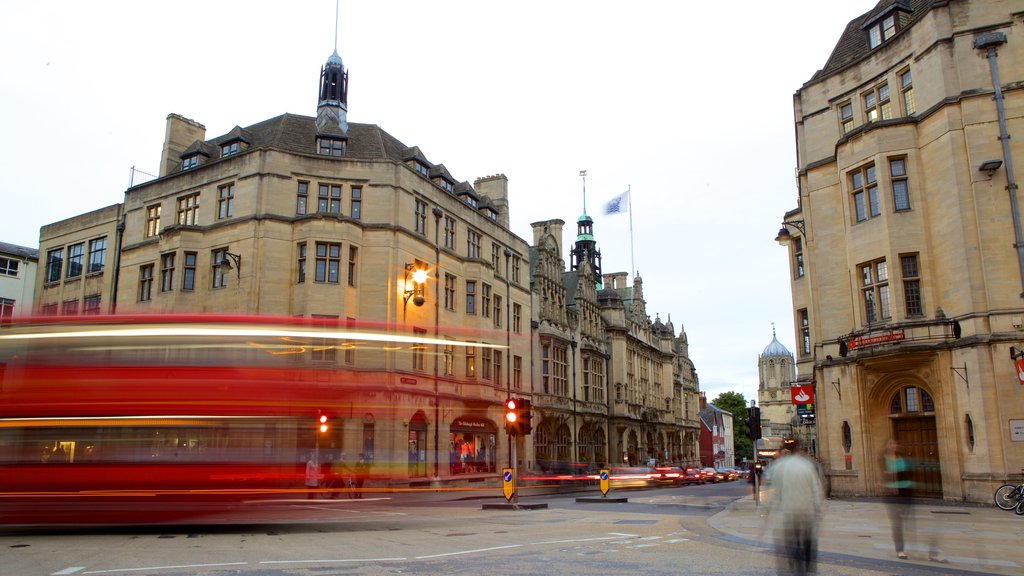 Oxford featuring street scenes
