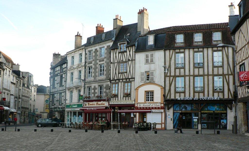 Poitiers Place Charles de Gaulle DP.JPG