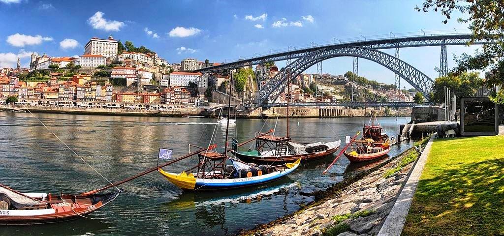 View_of_Porto_from_Vila_Nova_de_Gaia Fernando González Sanz CC BY-SA 4.0.jpg