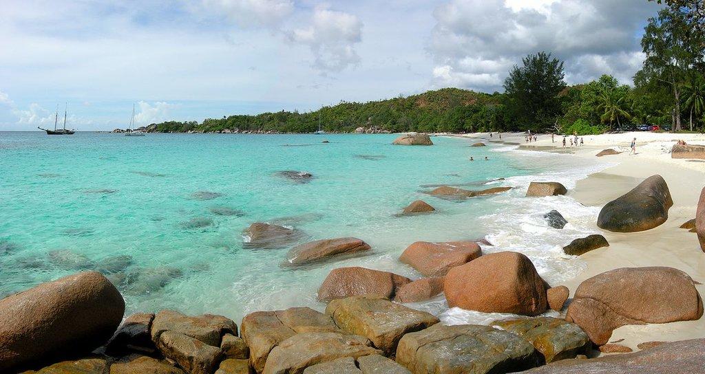praslin seychelles Tobi 87 CC BY-SA 4.0.jpg