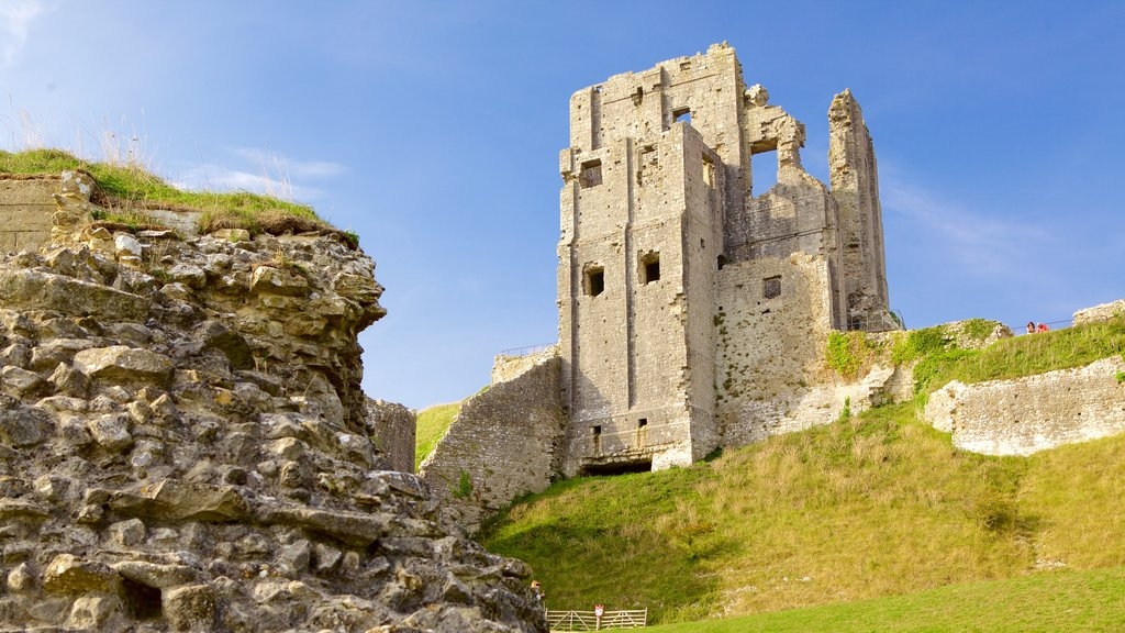 Corfe Castle showing heritage elements and building ruins