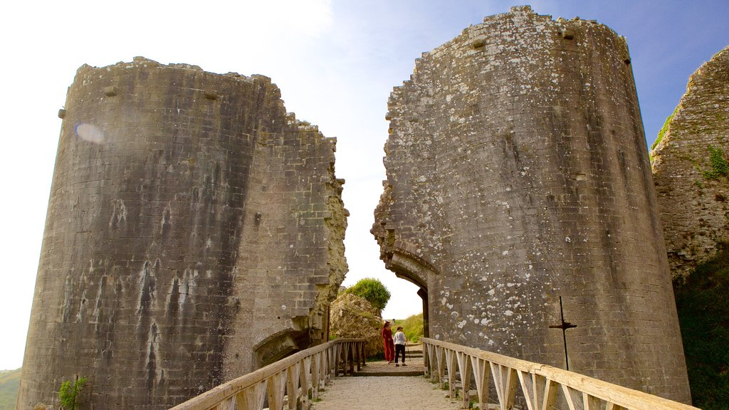 Corfe Castle which includes building ruins and heritage elements