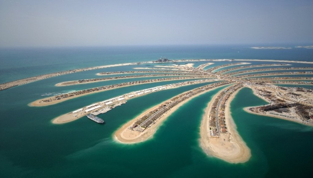 Dubai_architecture_palmisland_Shutterstock.jpg