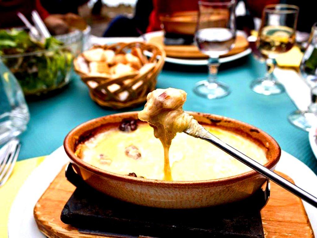 Fondue_au_fromage_et_vin_blanc.jpg