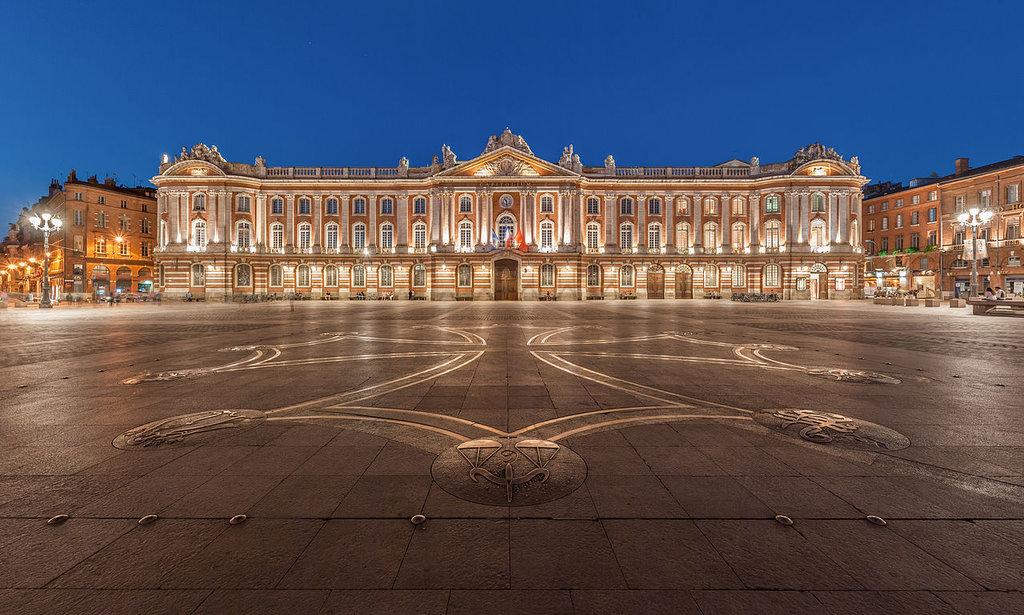 Toulouse Place du Capitole Benh LIEU SONG CC BY SA 3.0.jpg