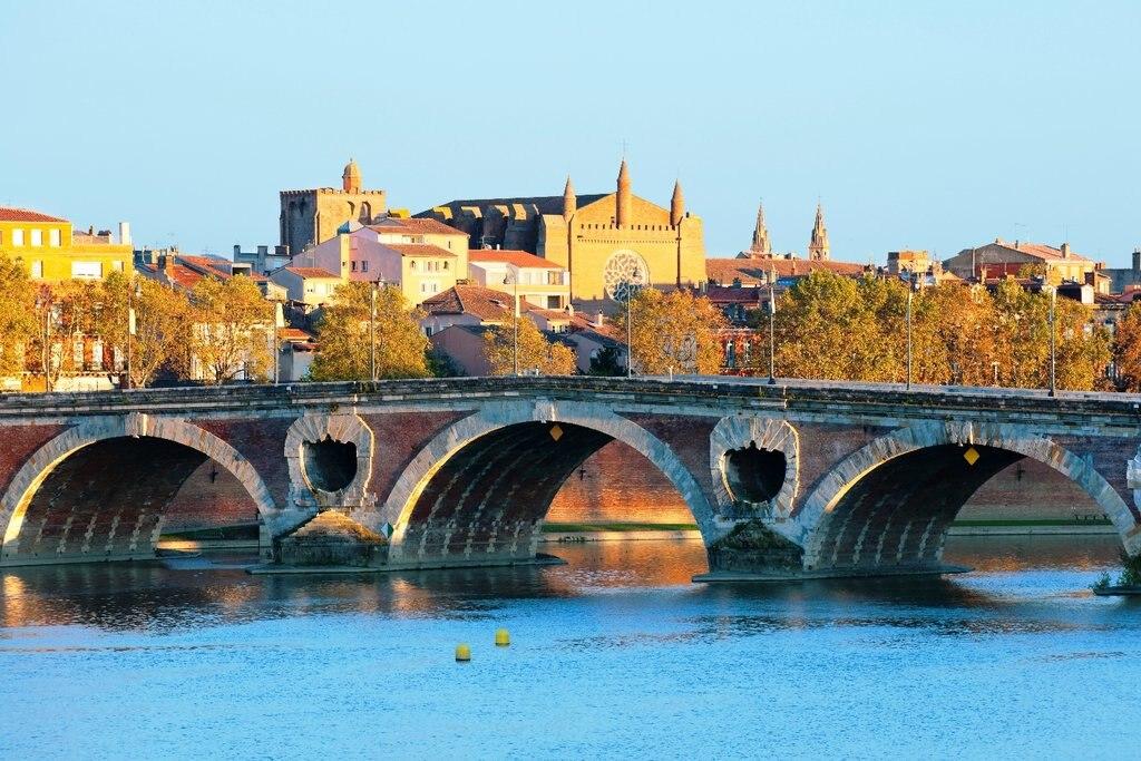 Toulouse Pont Neuf Shutterstock.jpg