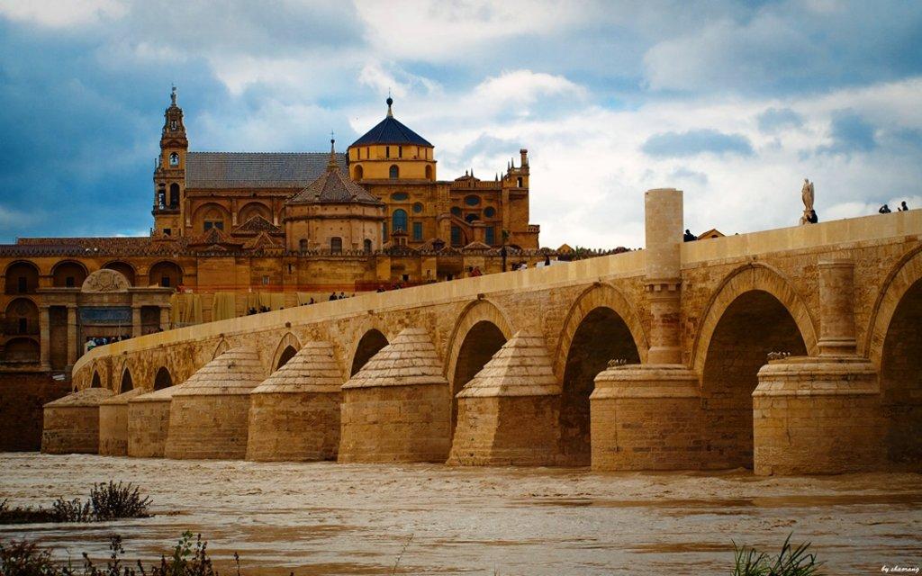 Puente_romano shaorang CC BY-SA 2.0.jpg
