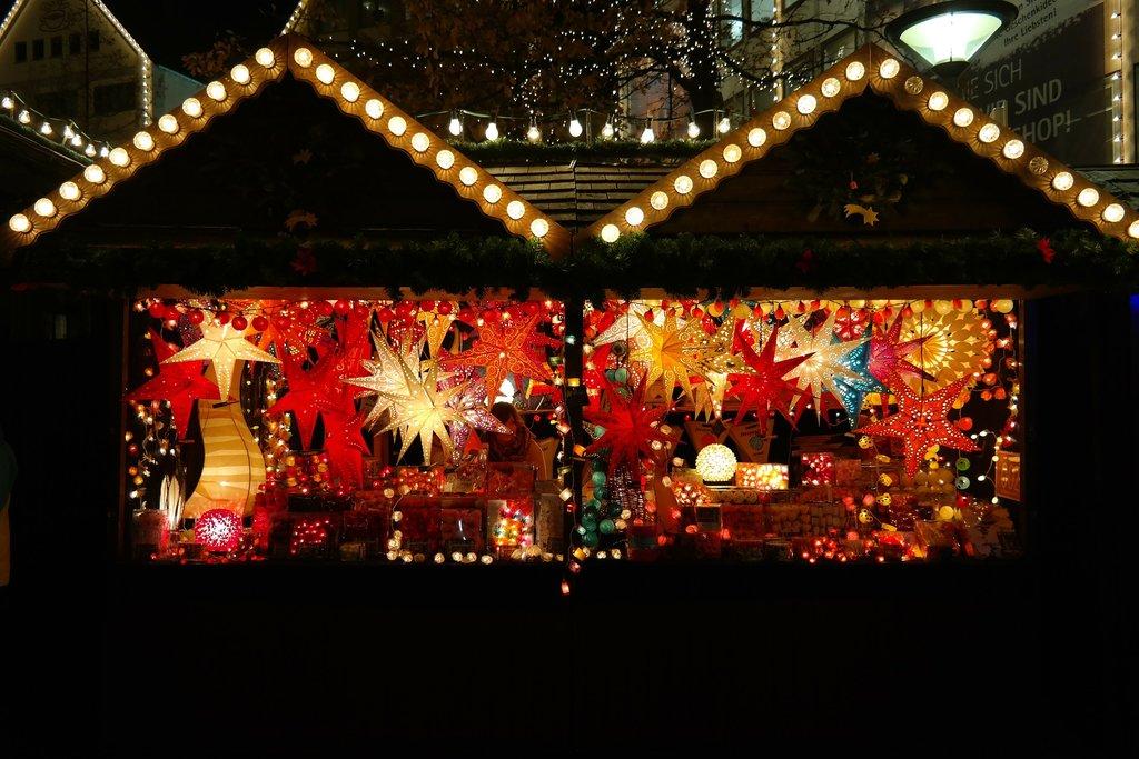 christmas-market-232203_1920.jpg