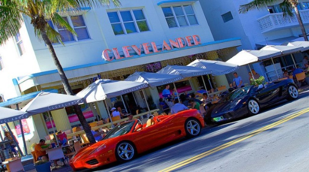 Miami_inthetracesof_TheClevelander_CC  BY-SA 2.0.jpg