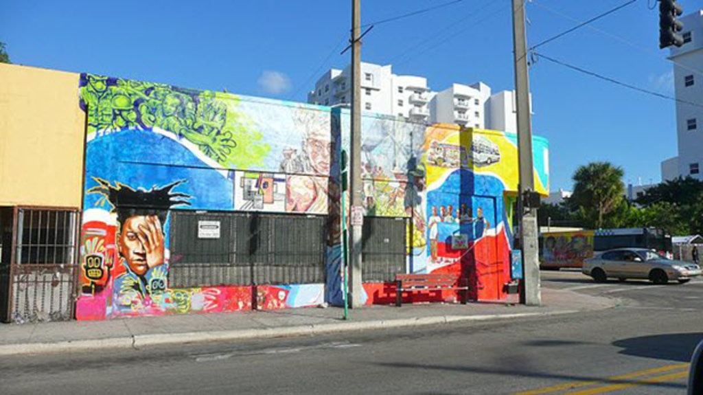 640px-Little_Haiti_wall_mural_20110216.jpg