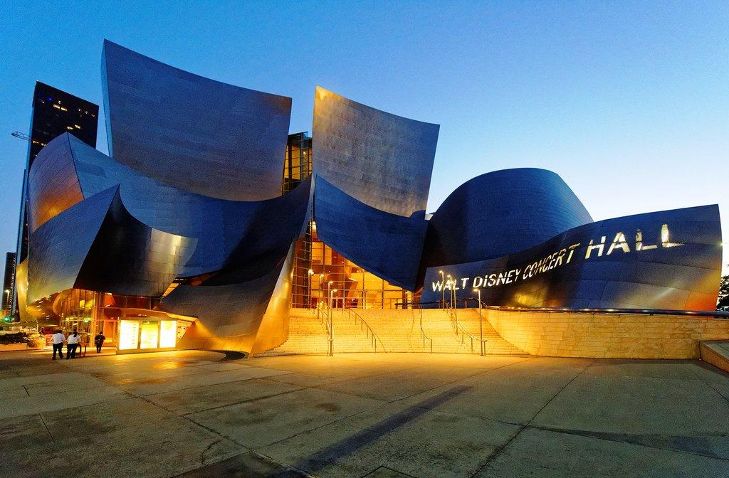 Walt_Disney_Concert_Hall_at_sunset_June_2013 Michael J Fromholtz CC BY-SA 4.0.jpg