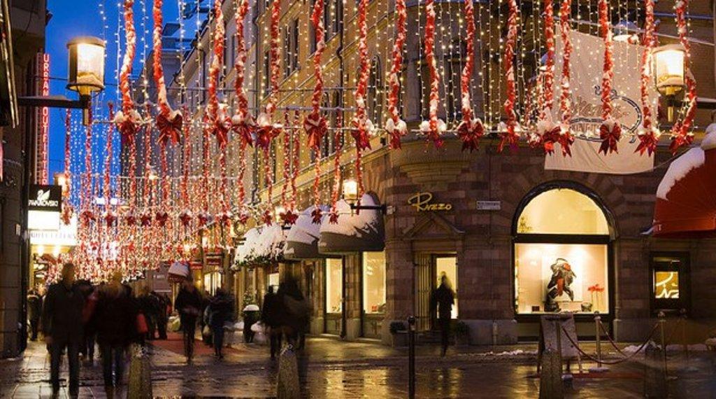decoration_de_noel_dans_une_rue_commercante_de_stockholm.jpg