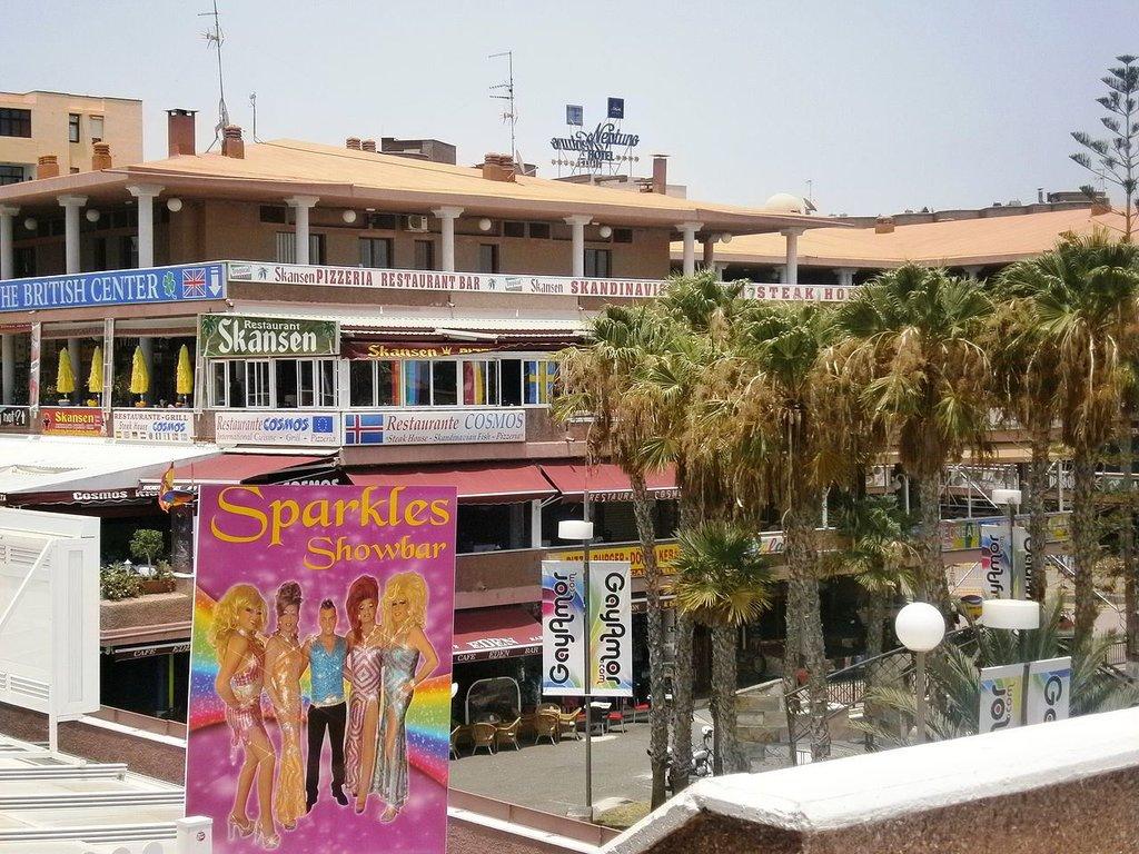 Gran_Canaria_Yumbo_Centre_Sparkles_Showbar Jenova20 CC BY-SA 3.0.jpg