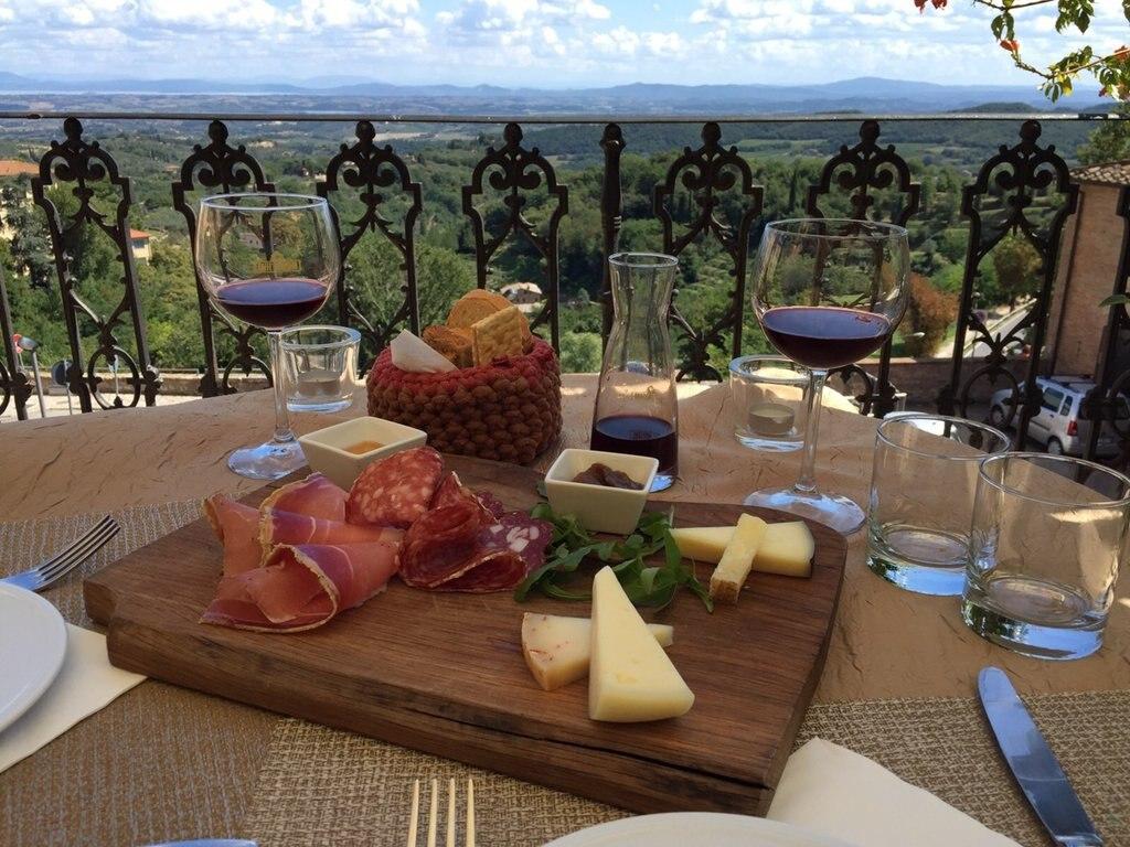 Déjeuner en Toscane - Alejandro Gonzalez.jpg